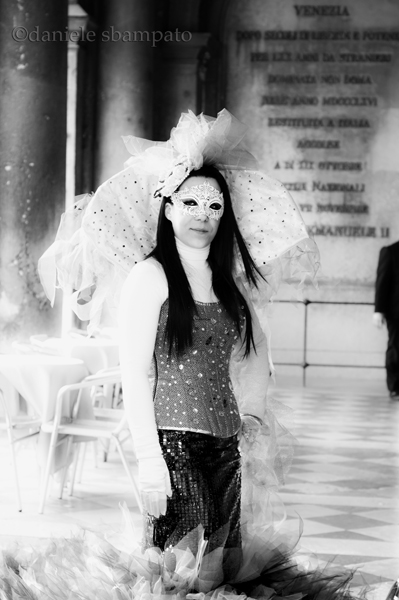 Grazia seducente delle maschere a Venezia