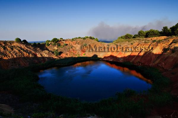 Otranto (LE) – Cave di bauxite I colori della sera si riflettono sullo stagno