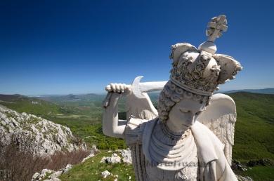 Il Santuario del Sacro Monte di Viggiano si trova a 1725 m di altezza. San Michele con la spada sguainata e il drago sotto il piede, accoglie i fedeli in pellegrinaggio. La Madonna di Viggiano viene portata in processione al santuario ogni primo di Maggio e rientra in paese ogni prima domenica di Settembre.