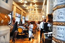 Interno del Cafè Imperial (uno dei tanti caffè storici della città)