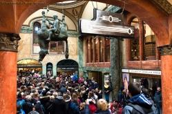 Passaggio Lucerna, con la caratteristica statua di David Cerny che rappresenta San Venceslao su un cavallo rovesciato