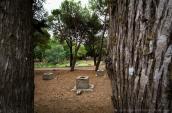 La difficoltà di approvvigionamento idrico ha sempre caratterizzato il Salento. Una delle soluzioni nella Grecìa erano le pozzelle, che scavate nel terreno argilloso consentivano di raccogliere e filtrare l'acqua piovana.