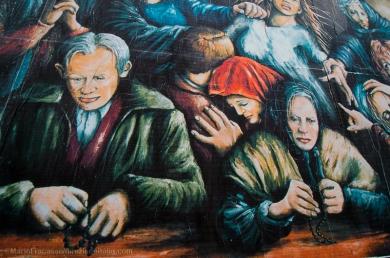 """La Pizzica racconta di sofferenza e disagio: la persona """"posseduta"""" si dimenava e agitava, mentre intorno i suoi cari pregavano che i tamburellisti, con l'aiuto di Dio, riuscissero a scacciare il Diavolo dal suo corpo."""