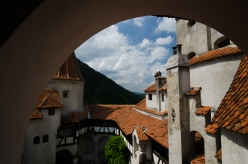 Bran, castello in cui pare sia vissuto Vlad Tepes (la questione è controversa e in molti ritengono che il vero castello sia la Fortezza dei Poenari https://it.wikipedia.org/wiki/Bran_(Bra%C8%99ov)