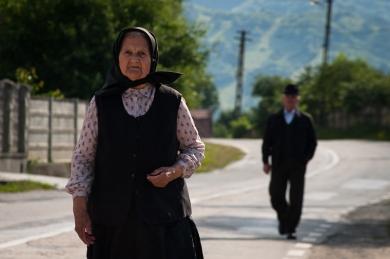 Scarisoara, anziani a passeggio