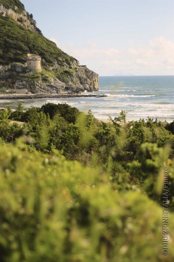 Sabaudia con la sua Torre affacciata sul mare