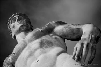 La grandezza delle statue allo stadio dei Marmi è più evidente avvicinandosi ad esse