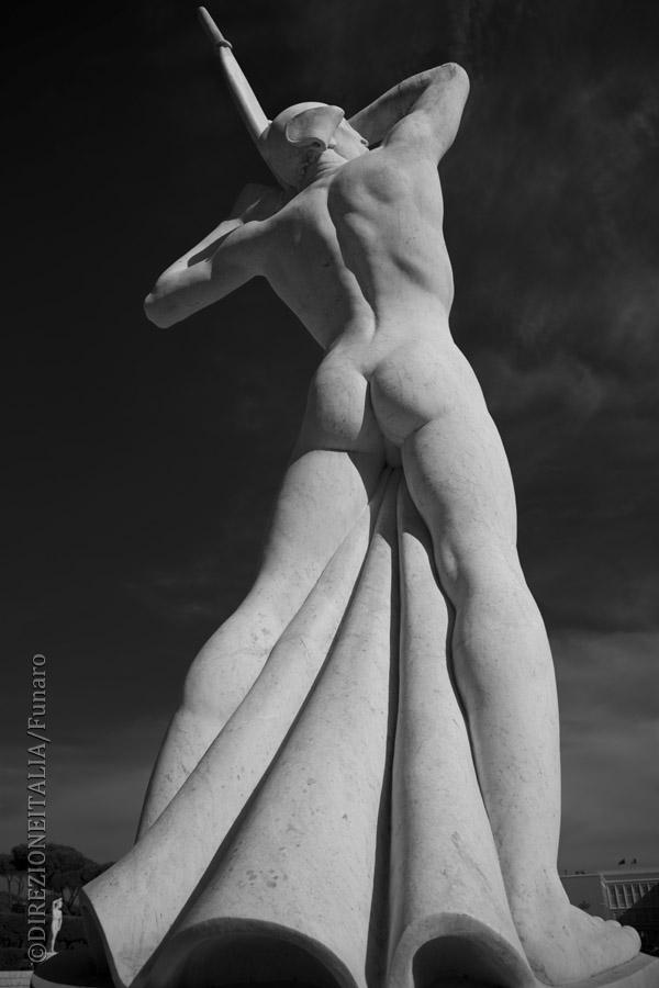 Luci e ombre si una delle statue che troviamo allo stadio Pietro Mennea