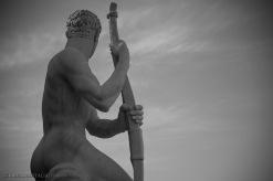 Il fascino delle statue attorno allo stadio dei Marmi è fuori dal tempo